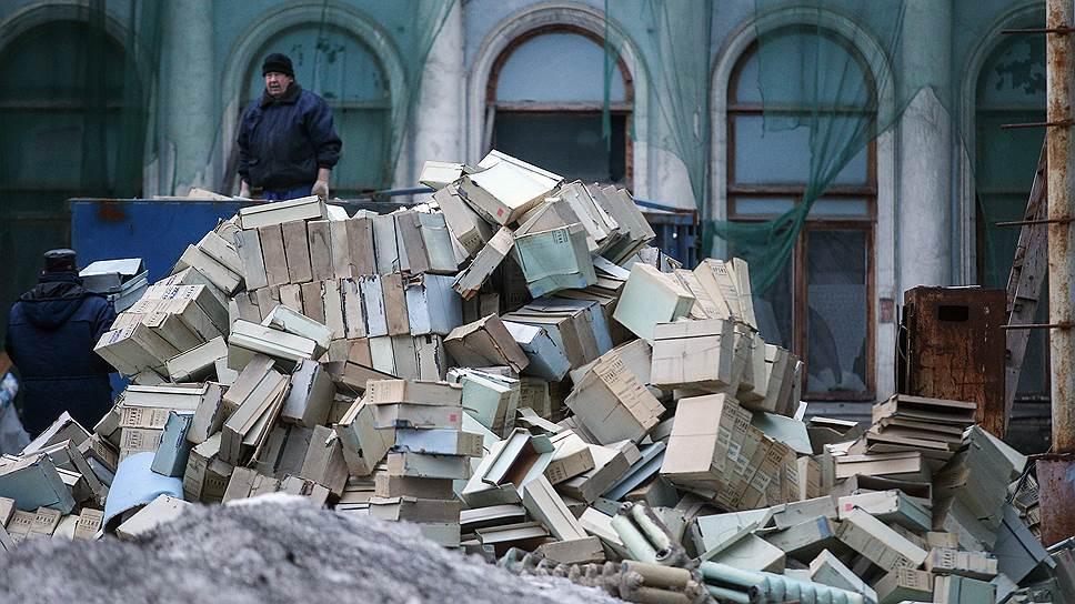 После провала путча папки из Центрального архива КГБ СССР были выброшены на улицу