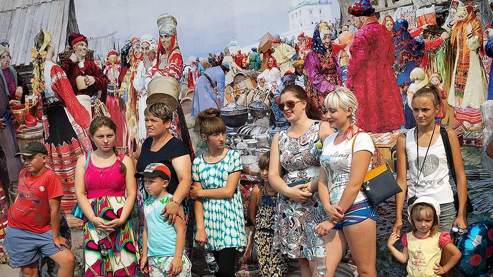 """На празднике """"Корогод"""" в селе Тарбагатай вспоминают старину, но одеваются местные вполне современно"""