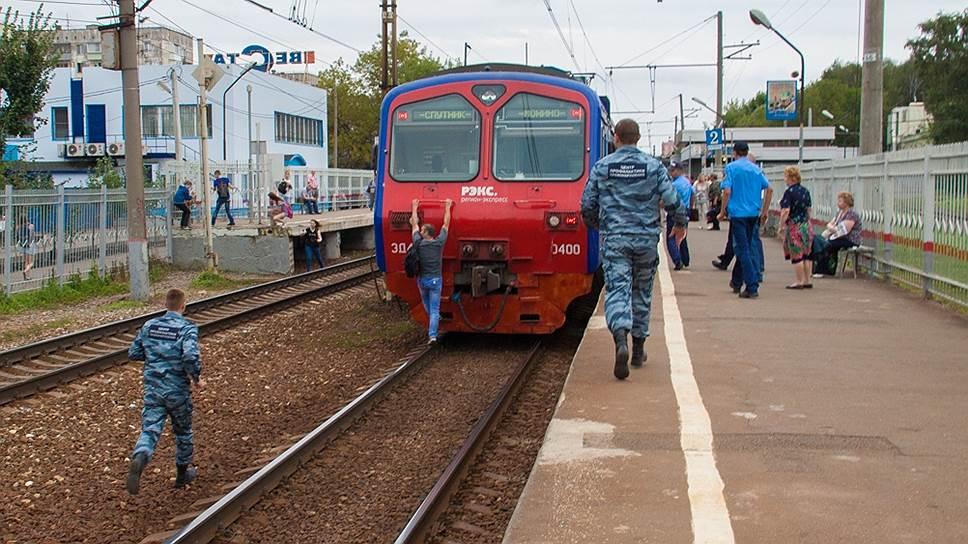 """Ходить по путям запрещено, однако """"Офицеры России"""" проводят рейды и там"""