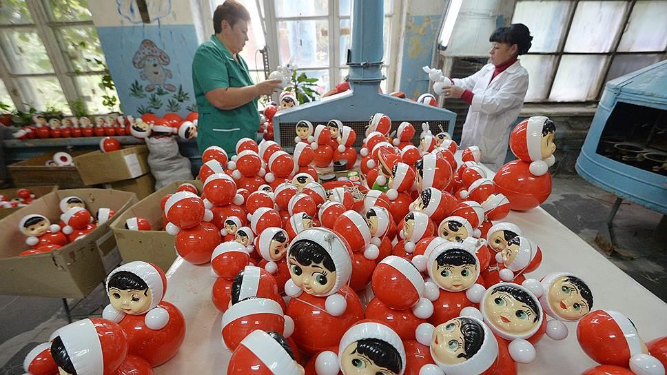 Неваляшка Маша -- первая игрушка в жизни нескольких поколений советских людей