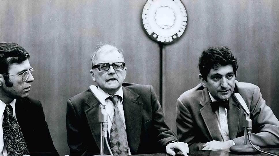 Интервью на американской радиостанции WFMT. Дмитрий Шостакович (в центре)