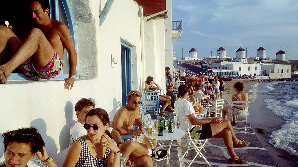 Греция удержалась на острие высокой курортной моды: на модных пляжах и островах этим летом яблоку было негде упасть
