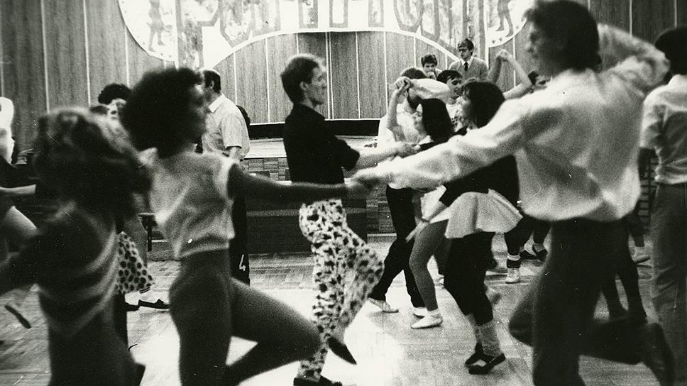 На первые рок-н-ролльные вечеринки в 80-х собиралась молодежь лучших вузов страны