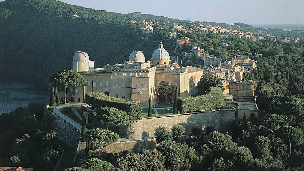 Внешнее великолепие Апостольского дворца в Кастель-Гандольфо контрастирует с аскетичным внутренним убранством