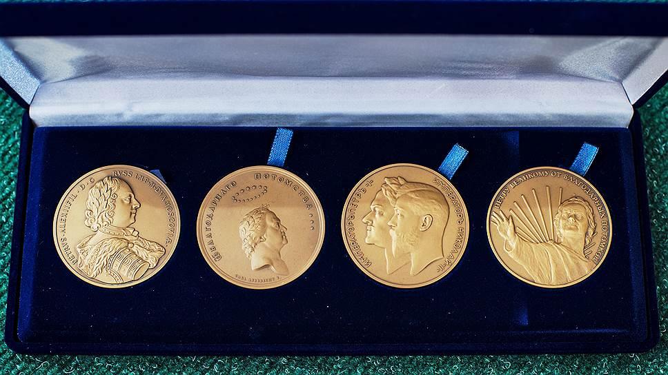 Набор памятных медалей к100-, 200-и 300-летию основания Санкт-Петербурга