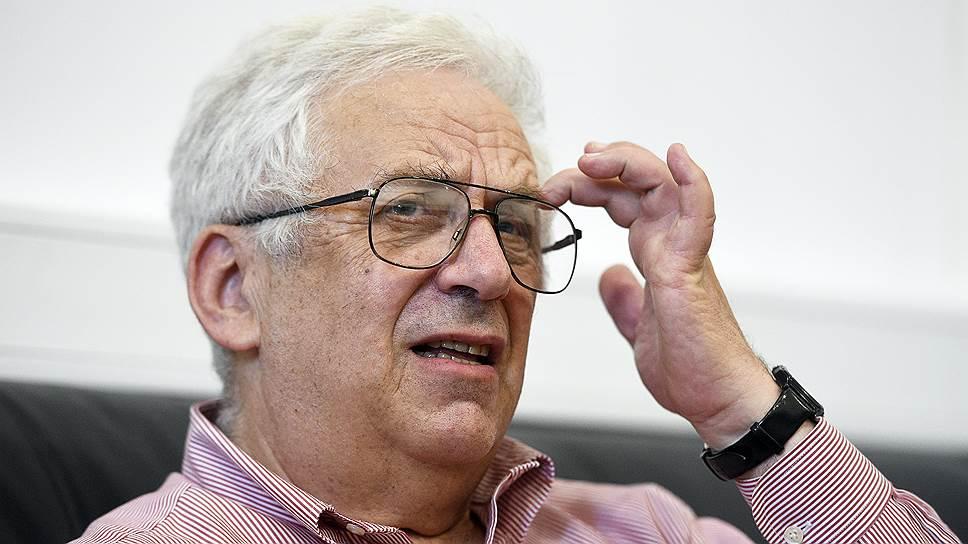 Когда железный занавес пал, Григорий Маргулис разом получил приглашение стать профессором четырех престижнейших вузов США