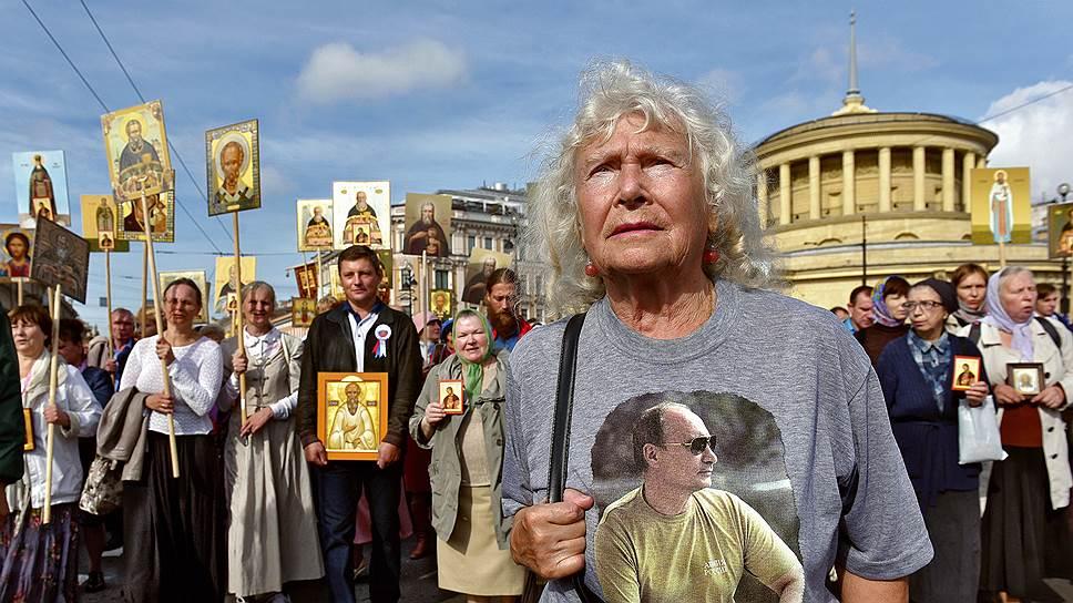 Крестный ход для многих православных активистов -- это возможность заявить о себе