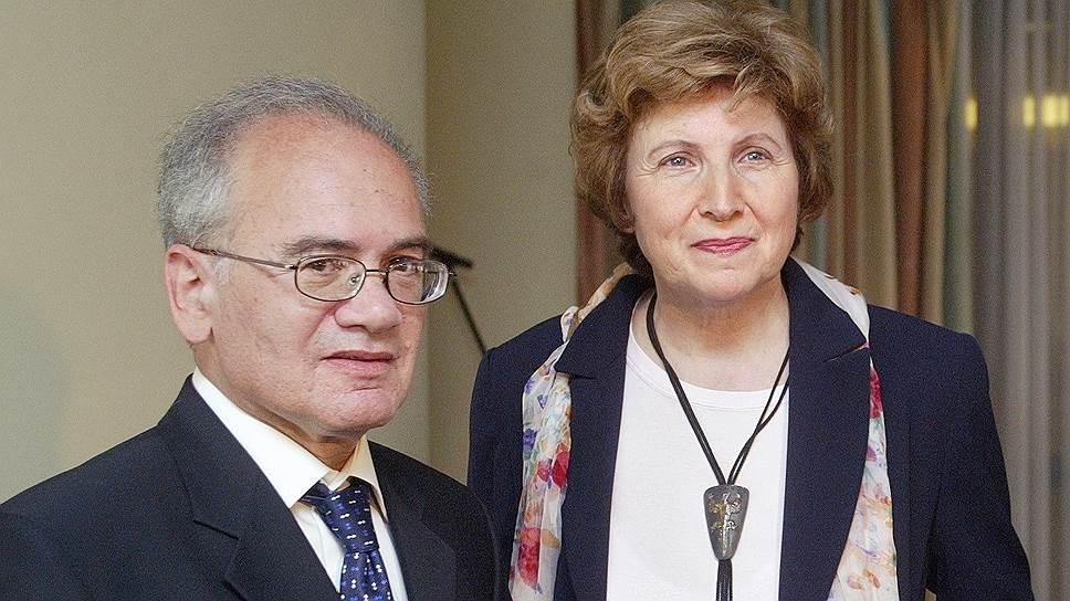 Александр Кушнер с супругой, поэтом и филологом Еленой Невзглядовой. 2005год