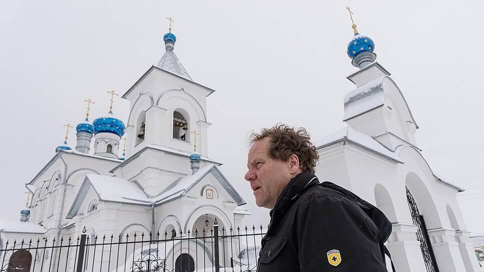 Церковь Рождества Пресвятой Богородицы в селе Щучье Штефан Дюрр восстанавливал по рассказам местных жителей