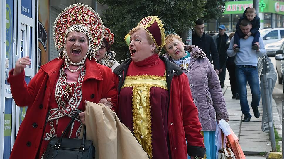 Ансамбль Русской общины Алушты: поют, даже уйдя с концерта