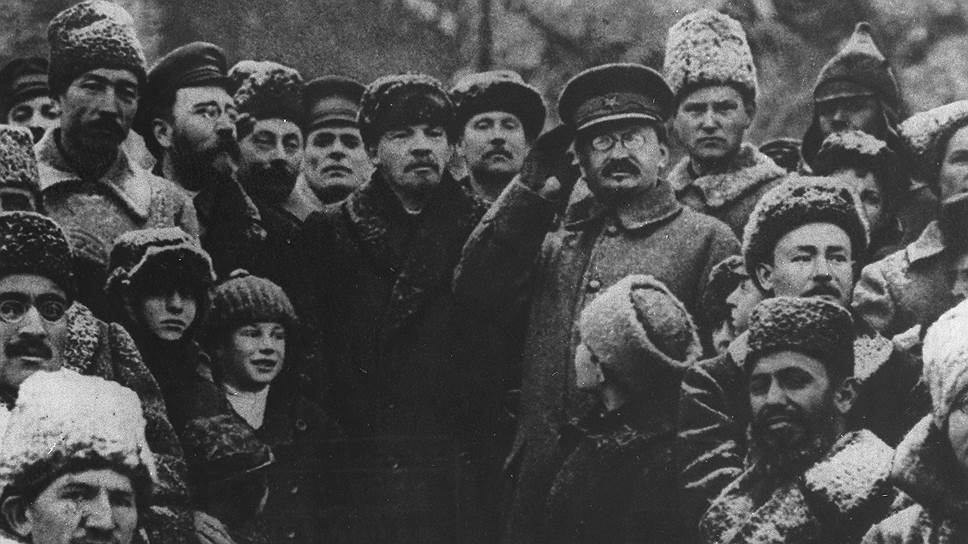 Ленин и Троцкий (справа) на торжествах по случаю трехлетия революции. Соратниками они стали не сразу