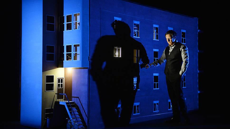 Автобиографический моноспектакль «887» Робера Лепажа превращает частную историю в зрелище
