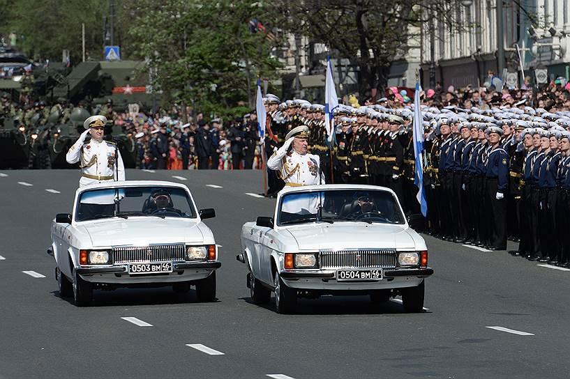 """На """"подвозке войск на парады"""", оказывается, можно нехило нагреть руки"""