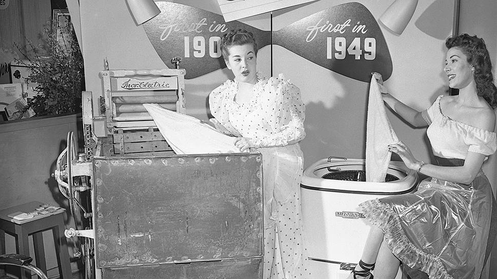 Ученые уверены: стиральные машины изменили мир больше, чем интернет (на фото — два поколения машин, 1906 года (слева) и 1949 года (справа))