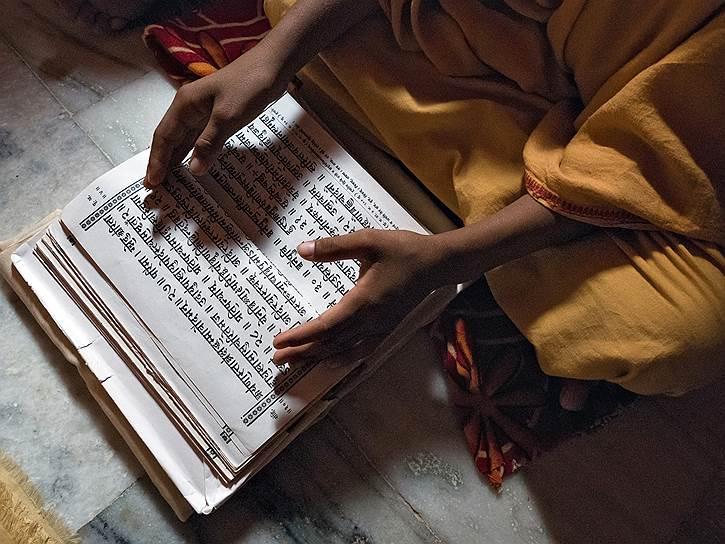 Жизнь и учебу в школе-интернате при храме мальчикам оплачивает гуру Рам Камала
