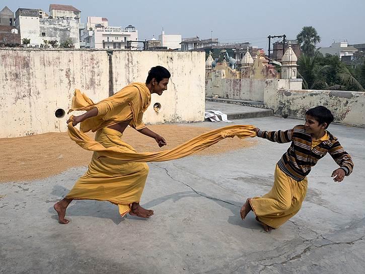 Храму Шри Рама 700 лет. При нем существует частная школа санскрита. Сюда приезжают дети со всей Индии