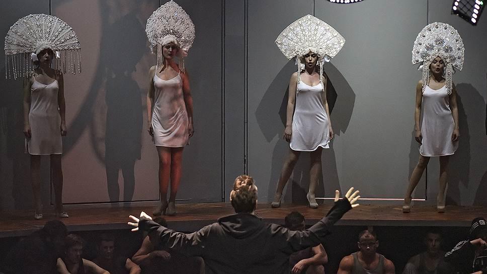 """В спектакле приметы современности сведены к минимуму (сцена из оперы """"Чаадский"""")"""