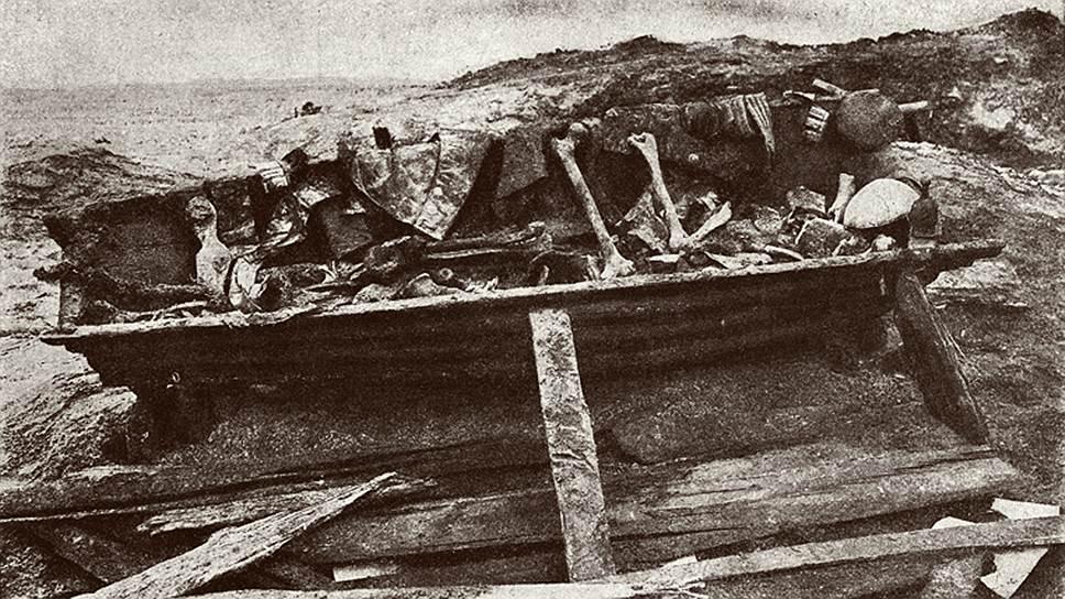 Гроб с предполагаемыми останками декабристов
