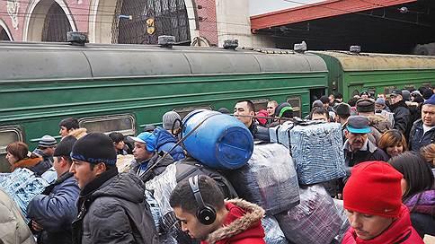 Поэтический поезд  / Наталия Нехлебова познакомилась с поэтами, приехавшими из Таджикистана на заработки в Россию
