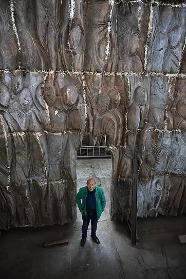 Образ Стены скорби, по словам скульптора Георгия Франгуляна (на фото), родился из воспоминаний детства