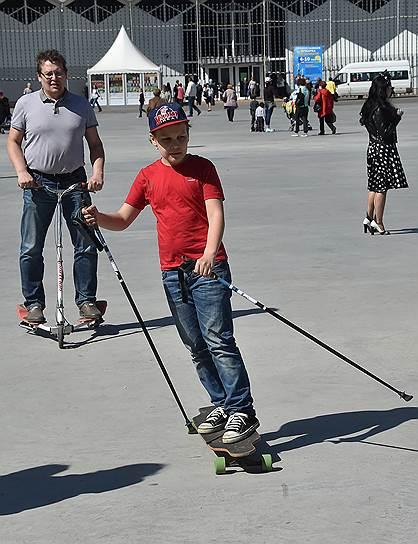 А вот скейтборд с лыжными палками пока органично смотрится разве что в парке