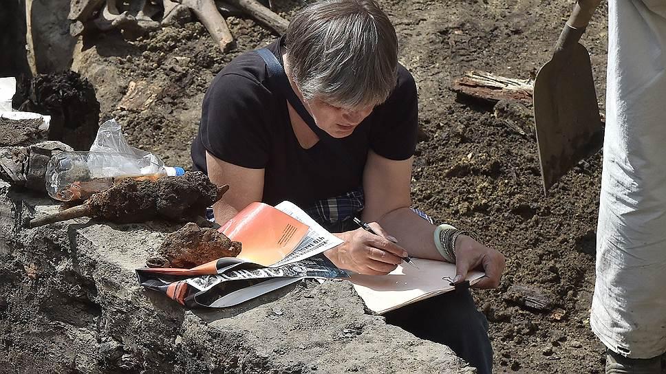 В числе находок — кости домашних животных (на снимке), а среди них почти цельный скелет лошади