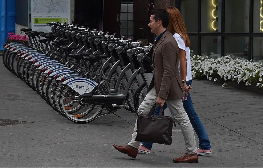 Велопрокат в Москве развивается, а вот новых велодорожек в городе не строят