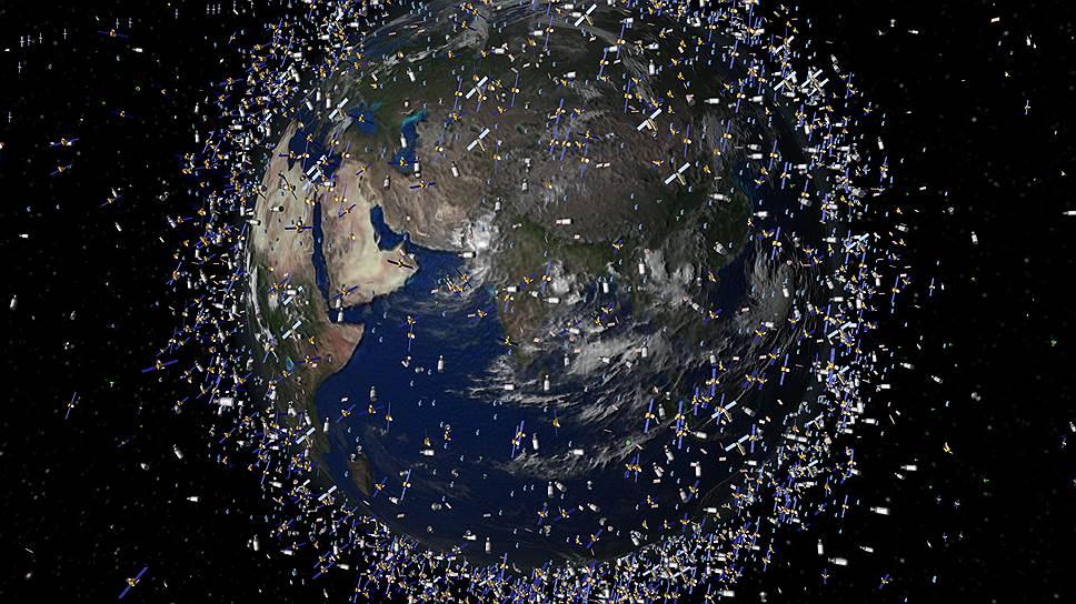 Помимо работающих спутников, на орбите находятся десятки тысяч деталей космических аппаратов и другого мусора, составляющие ореол вокруг Земли