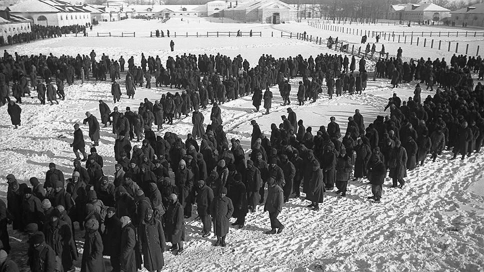 В нацистской прессе поражение немцев в Сталинградской битве, пленение десятков тысяч солдат, а также фельдмаршала Паулюса стали фигурами умолчания