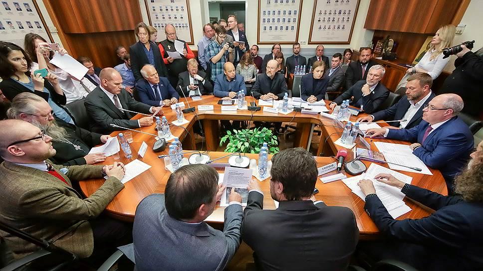 На последнем заседании межфракционной депутатской группы по защите христианских ценностей Государственной думы заслушивали госпожу Поклонскую