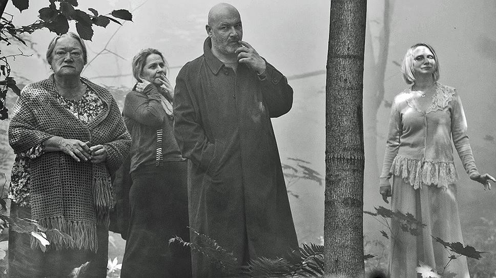 """Постаревшие чеховские герои требуют нового текста (кадр из фильма """"Три сестры"""")"""