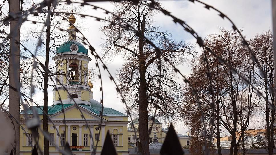 Память о том, что Свято-Екатерининский монастырь был тюрьмой, не отпускает