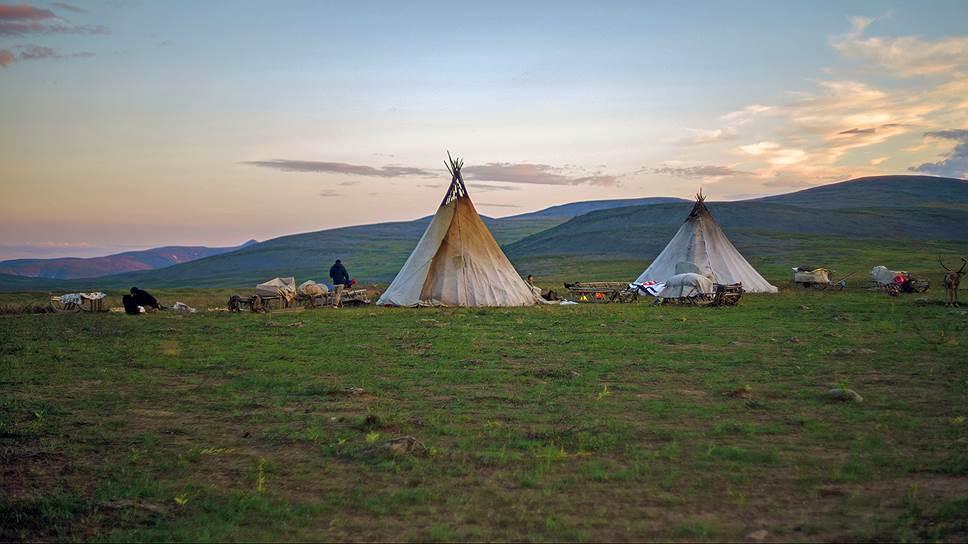 Вид ненецкого стойбища в тундре один и тот же уже много веков