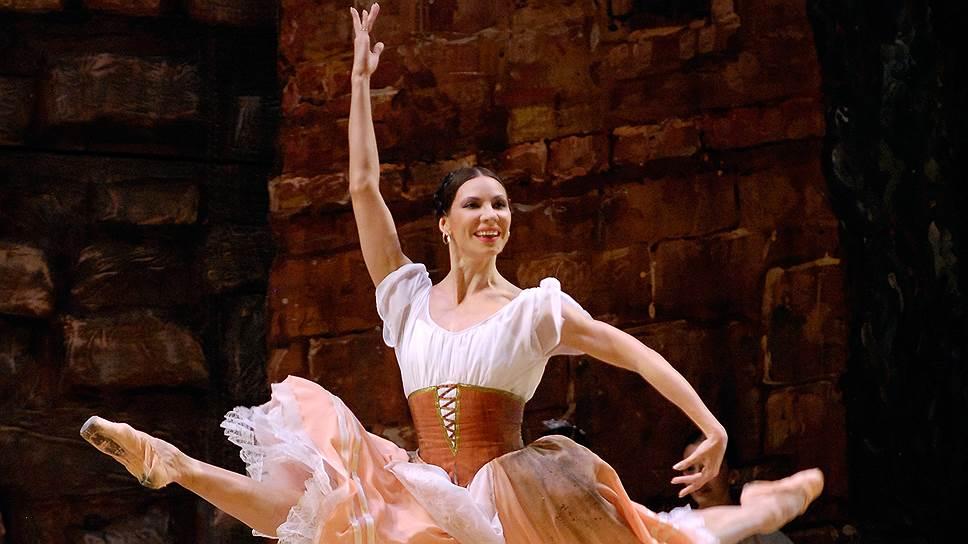 "Мария Александрова в балете ""Лауренсия"" на сцене Тбилисского театра оперы и балета"