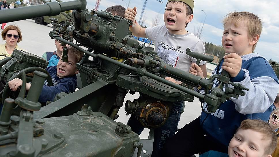 Любовь детей к армии, по мысли депутатов, ключевое мерило патриотизма