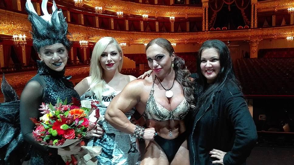 Наталия (вторая справа) сыграла на одной сцене с Анной Нетребко (первая справа) в опере Большого театра «Манон Леско», ей досталась роль «публичной женщины»