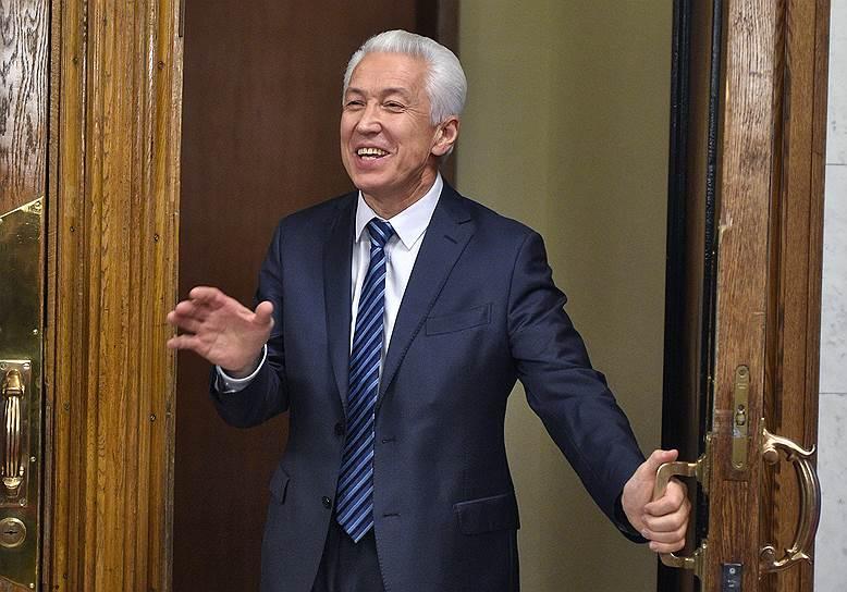 Один из самых интригующих вопросов: с какими кадрами будет работать Владимир Васильев?