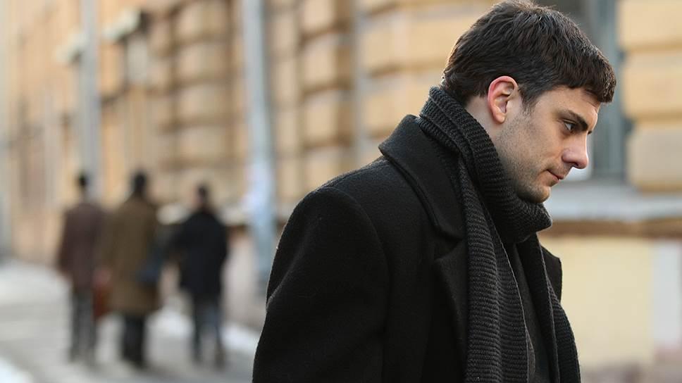 Роль молодого Довлатова сыграл сербский актер Милон Марич