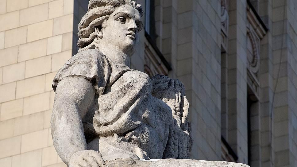 Скульптуры Никогосяна украшают знаменитые столичные высотки