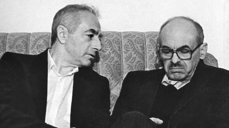 С Булатом Окуджавой. 1980-е годы