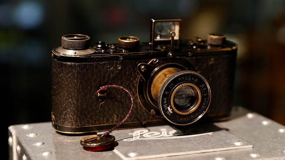 Прототип камеры Leica0 Series1923года стал самой дорогой фотокамерой в мире— австрийский аукционный дом Westlicht Photographica Auction продал его за 2,95млн долларов США. Всего было произведено 25таких устройств, а в рабочем состоянии сегодня только три.