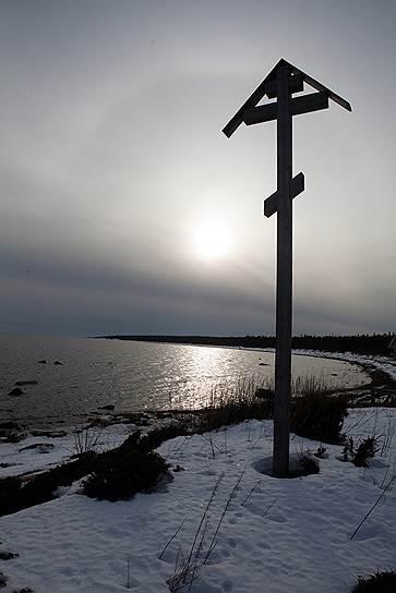 Крест установлен в Тоне Тетрина, Мурманская область