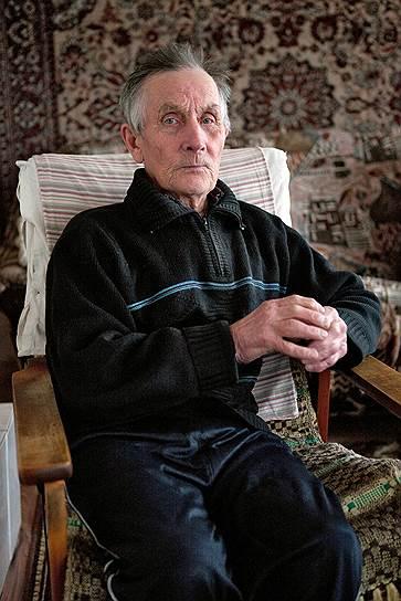 Помор Александр Кокотов в море на ловлю уже не выходит, но по привычке следит за графиком отливов и приливов