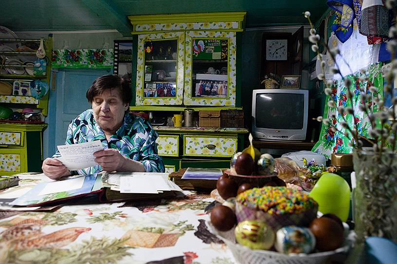 Главные хранители поморской культуры — женщины. Учительница на пенсии Александра Демьянчук, например, собирает и исполняет поморские песни