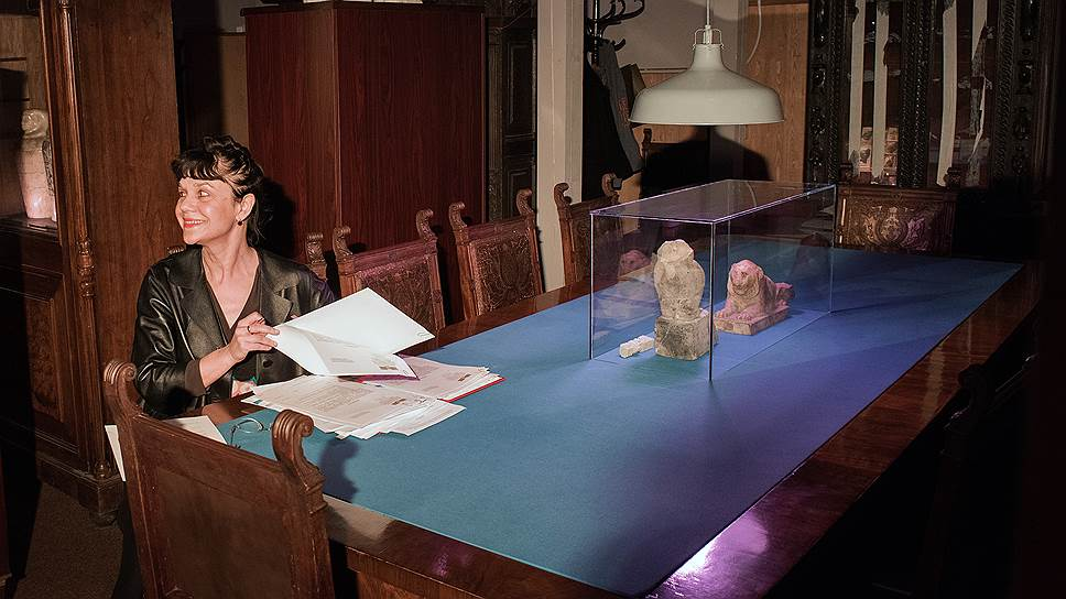 Директор ГМИИ Марина Лошак сама участвует в инсталляции