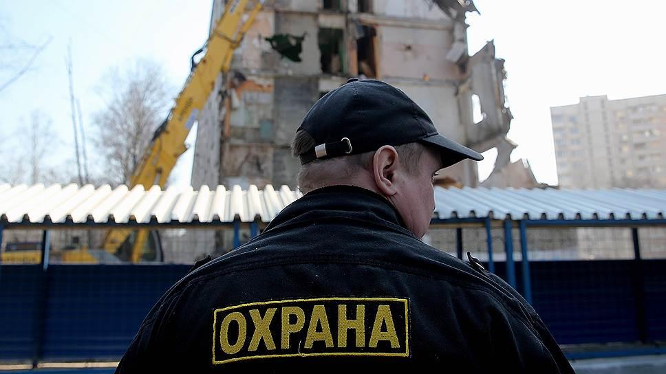 Профессия охранника в России – одна из самых массовых. Неудивительно, что охранник стал привычной частью городского пейзажа