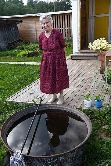 Александра Афанасьева живет в деревне Малодоры Устьянского района. Ей 93 года. Во время войны была сварщицей на заводе «Красная кузня». После победы работала в кузнице в Малодорах