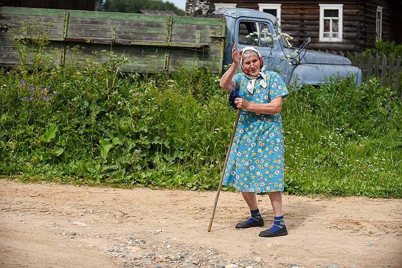 Аполлинария Козлова живет в деревне Едьма Устьянского района, в этом году ей исполняется 92 года. Во время войны выучилась на трактористку. После победы продолжала работать в колхозе