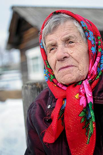 Александра Яковлева живет в Верколе Пинежского района. 93 года. Во время войны работала бондарем. После победы уехала с мужем в Карелию, там работала поваром, продавцом. Вернулась в Верколу, трудилась сторожем в райпо