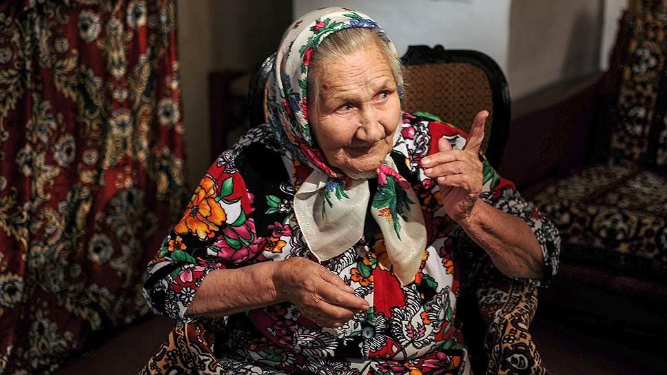 Александра Рогалева живет в Верколе Пинежского района. Ей 93 года. Во время войны была на лесозаготовках, после победы работала в колхозе. Вырастила шестерых детей
